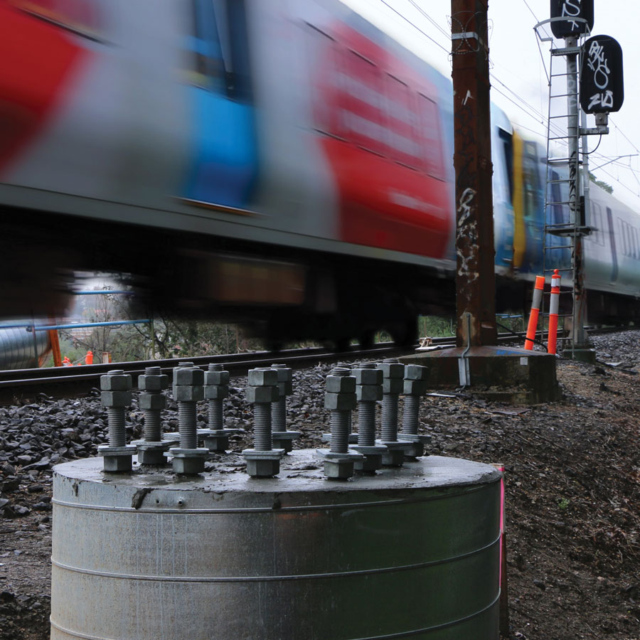 Train-and-bolt-cage